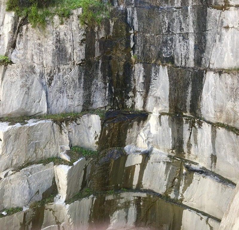 大島石のジェットバーナーあと、丁場・採掘場